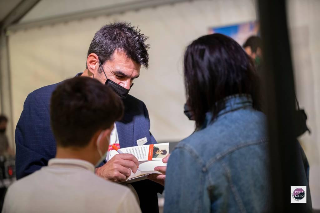 Me voy de aquí - Carlos Battaglini - Feria del Libro Las Palmas 03